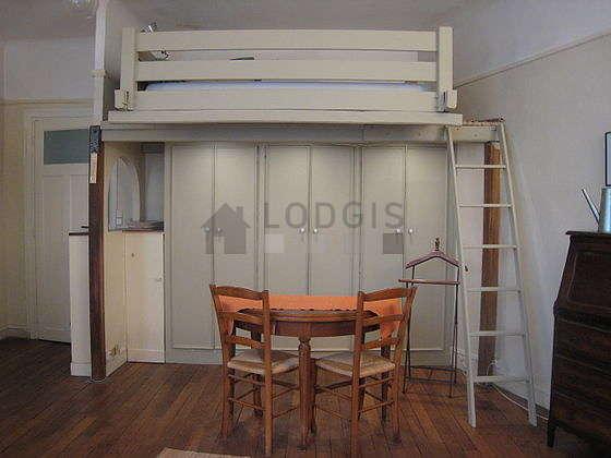 Salon équipé de 2 fauteuil(s), 4 chaise(s)