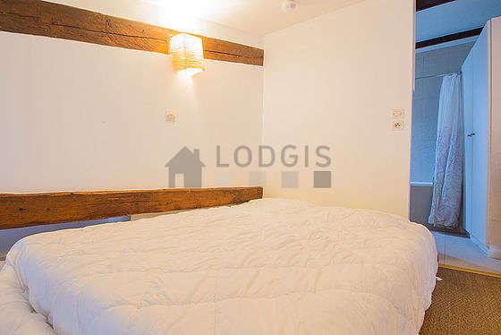 Bedroom of 4m² with coco floor