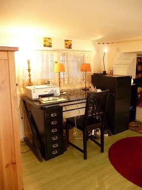 Belle mezzanine équipée de bureau, commode, 1 chaise(s)