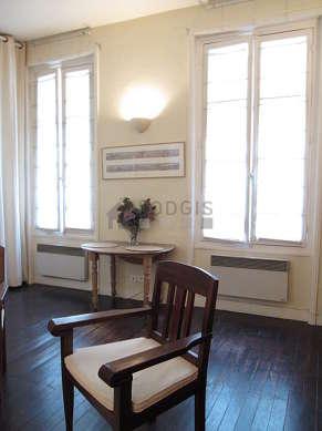 Séjour calme équipé de 1 canapé(s) lit(s) de 140cm, téléviseur, 2 fauteuil(s)