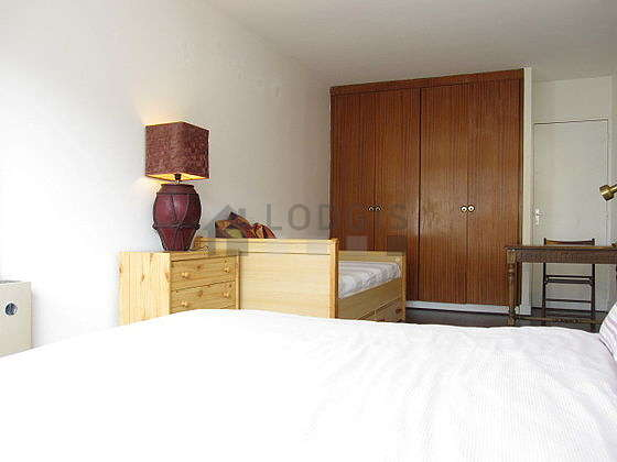 Quiet bedroom for 3 persons equipped with 1 bed(s), 1 bed(s)